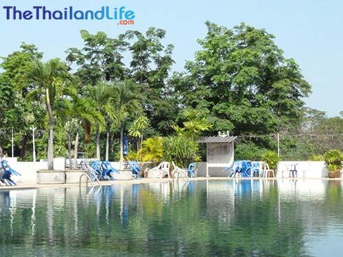 rimpao-hotel-poolside