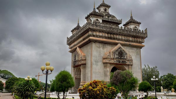 victory-monument-laos-vientiane