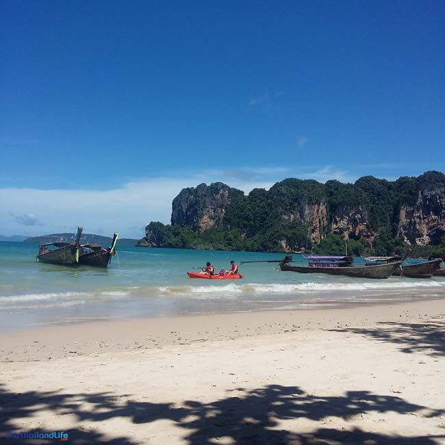 kayaking-at-railay