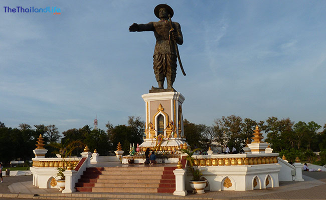 statue-of-king-anouvong-laos